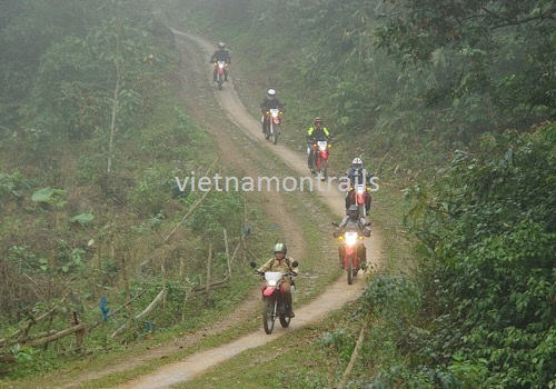 Guided motorbike tours to Ha Giang - 9 days motorcycle tours to Sapa Ha Giang Dong Van Meo Vac (4)