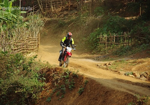 Guided motorbike tours to Ha Giang - 9 days motorcycle tours to Sapa Ha Giang Dong Van Meo Vac (1)